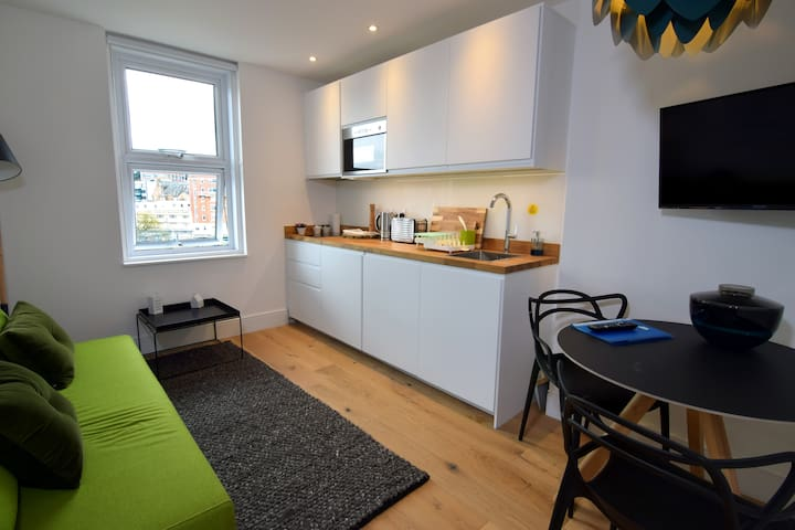 **TOWN CENTRE** - NEW MODERN APARTMENT NEAR BEACH