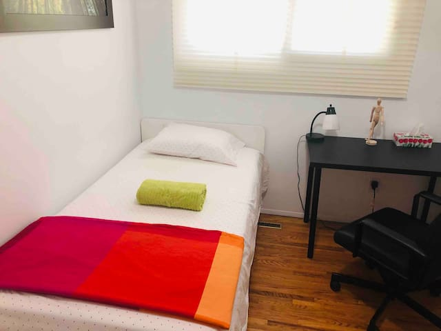 Cozy and comfy single room with free parking