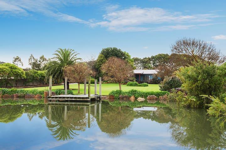 Margaret River Manor - amazing manicured gardens