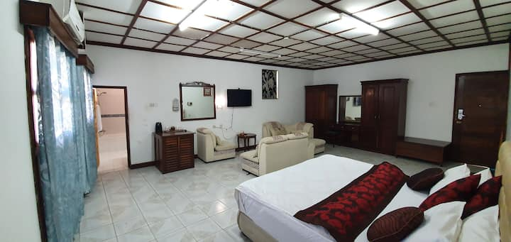 Spaciously cosy big room for a fully relaxation.