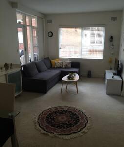 1 bedroom apartment close to city - Lane Cove North