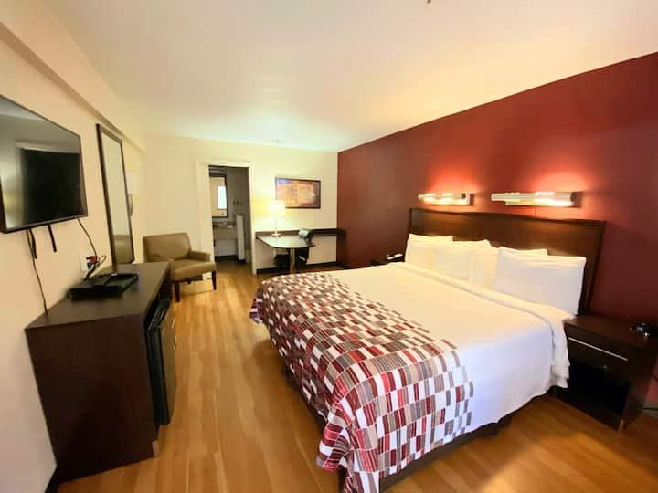 Spacious -Cozy-Quite Room in the heart of the City