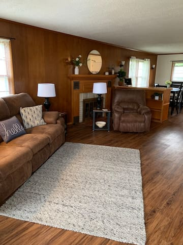 Spacious Fully Equipped 3 BR Near NWMSU