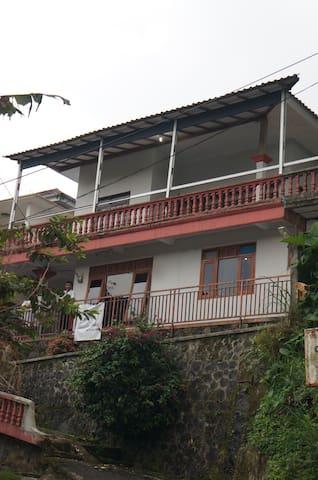 Rumah peristirahatan di puncak