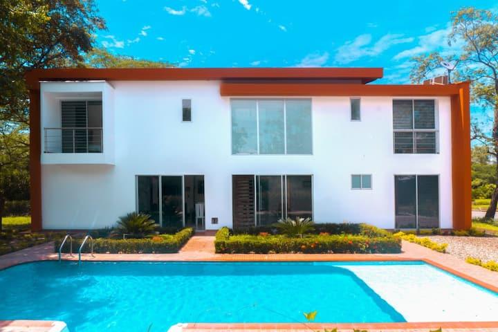Hermosa Casa campestre con piscina y Zona BBQ
