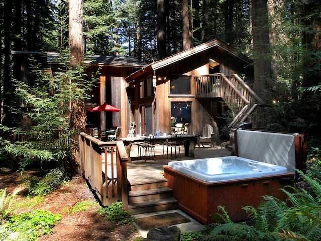 SECRET GARDEN: Hot Tub@Redwood Grove | Woodstove