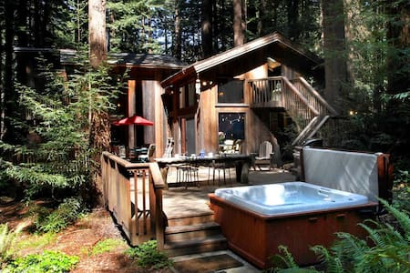 SECRET GARDEN: Hot Tub@Redwood Grove