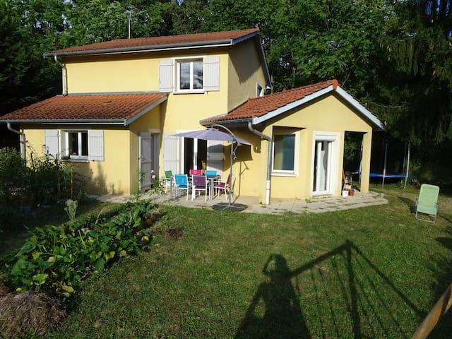 Maison familiale proche Lyon - 7 couchages - Neuville-sur-Saône - Huis