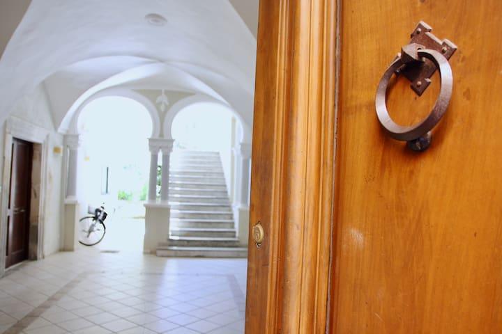 Garden apartment in Sulmona's historic centre.