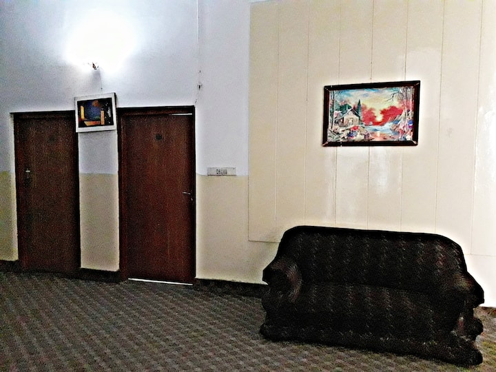 Hotel Gulberg View - Stay With Care