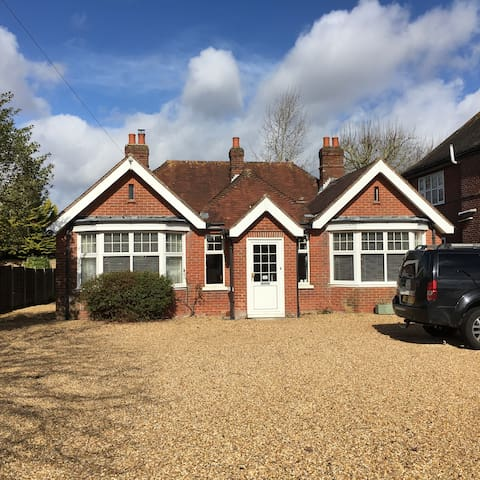 Spacious Bungalow - 3 minute walk to High Street - Lymington