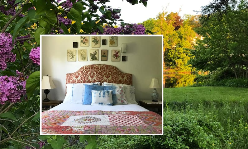 Charming Vermont Village Cottage :: the South Room