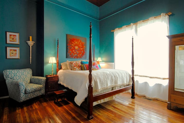 Sweet Gum Bottom Bed & Breakfast, Laura Leigh Room
