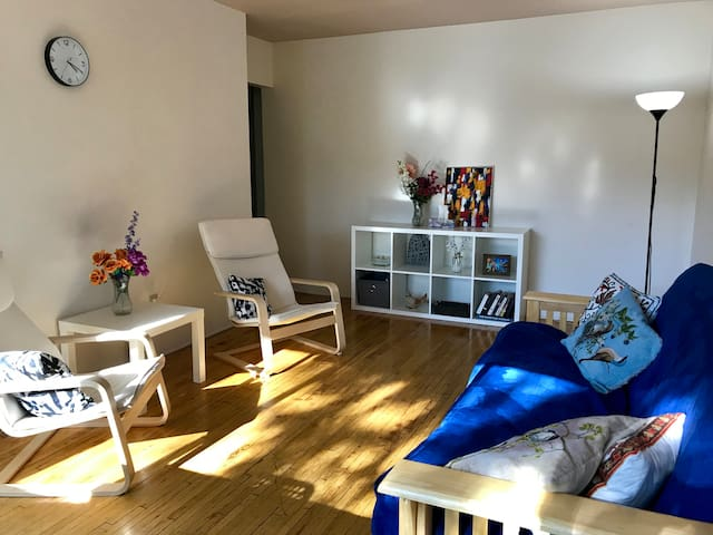 Cozy and quiet apartment in downtown Vancouver