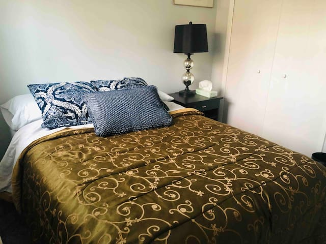 Private room close to Dale City Commuter lot!
