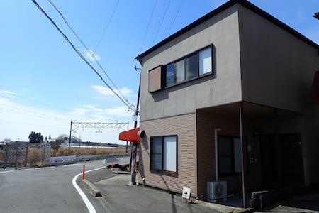 JR東北本線「黒田原駅」から徒歩2分。那須高原へもアクセス良好!一軒家の2階洋室