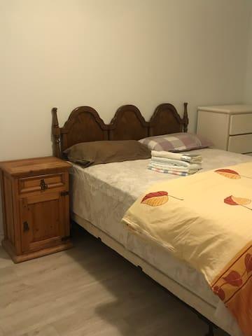 Semi-basement large room for rent 福满楼2号房长租享受特价