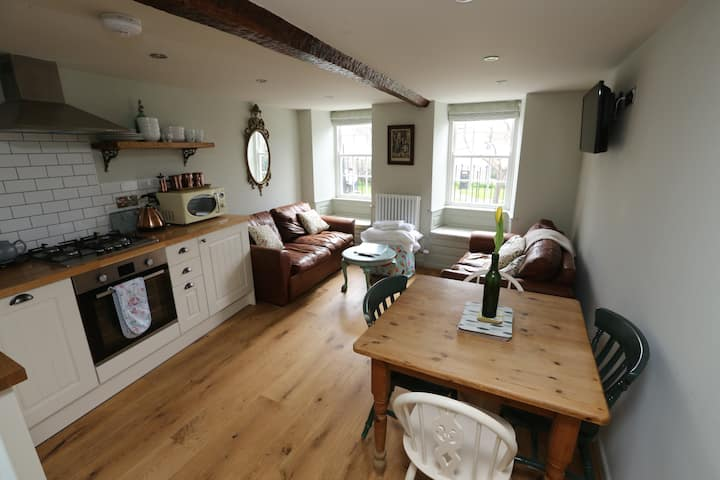Earl of Argyle quirky apartment Lyme pet friendly