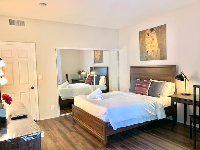 Large Private Room Shared Bath GYM SPA near UCLA