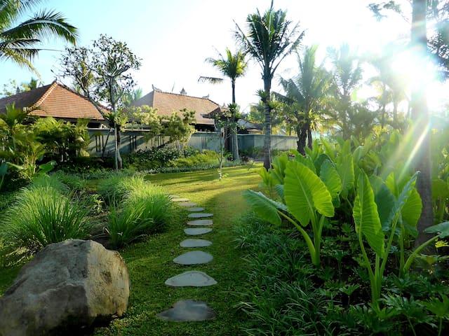 Bukit Temawang - Villa and Farm w/ Mt. Agung View