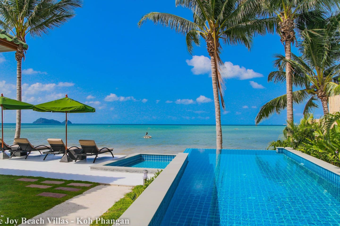 shared pool and sunbed with seaview
