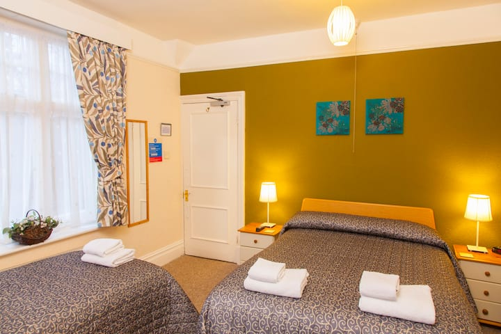 Gatwick Turret Bed and Breakfast Family Room 1