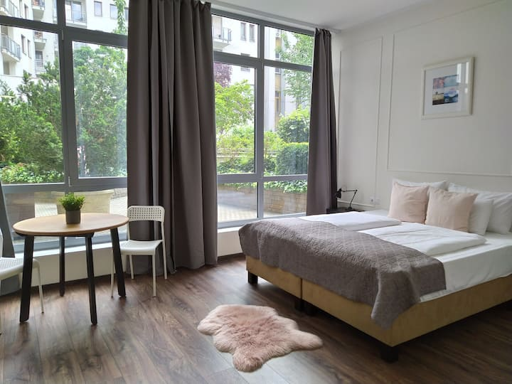 Cozy studio with garden view  at Deák Square