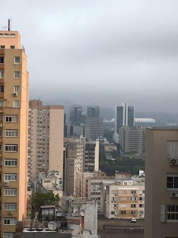Amplo apto no Centro de Porto Alegre c/banh hidro