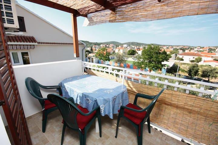 2-Zimmer-Ferienwohnung mit Terrasse Jezera (Murter) (A-5109-a)