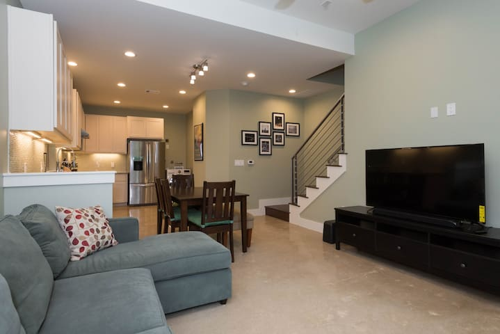 Modern & Spacious Home, Minutes from DTown Austin