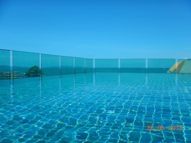 Top floor lux Ocean View condo - Pattaya - Departamento