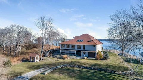 Prudence Island Gem with breathtaking views!