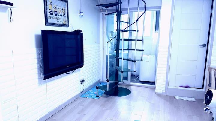 (방전체 소독 청소) Remodelled Split-level House: 복층주택