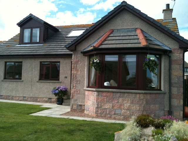 Beautiful, ocean view home - Cruden Bay