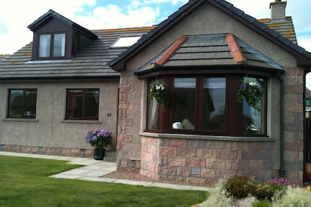 Beautiful, ocean view home - Cruden Bay - Casa