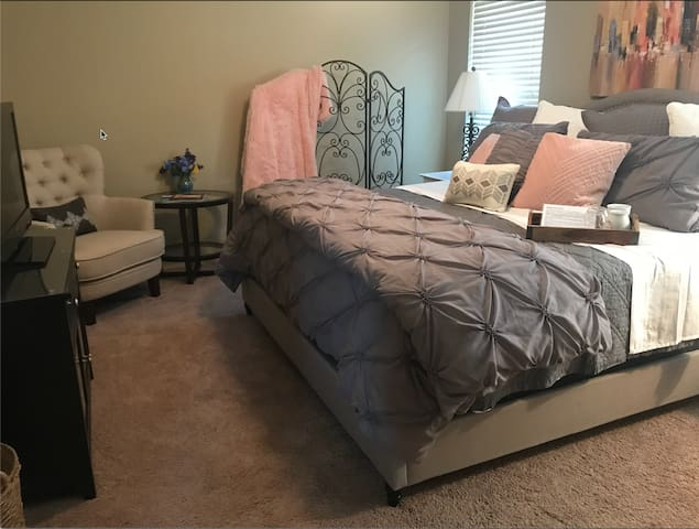 Private 2 BR/1 BA/Family Room Suite - Sleeps 6