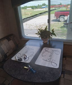 Cozy, fully furnished Camper/RV