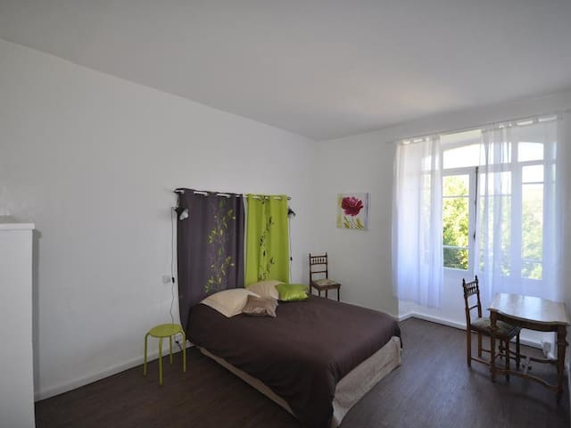 Apartment-Villa-Private Bathroom-Mountain View-Gite Glycine 4 personnes