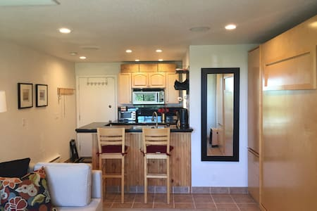 Awesome Studio @ Base of Ski Hill; Easily Sleeps 4 - Truckee - Condomínio