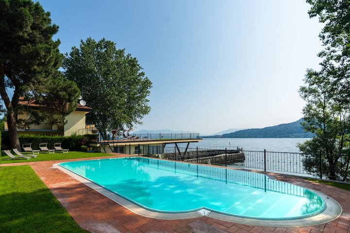 Lavish Mansion with Swimming Pool in Meina