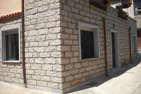 App.to al centro storico, indipendente. - Tempio Pausania - Apartment - 1