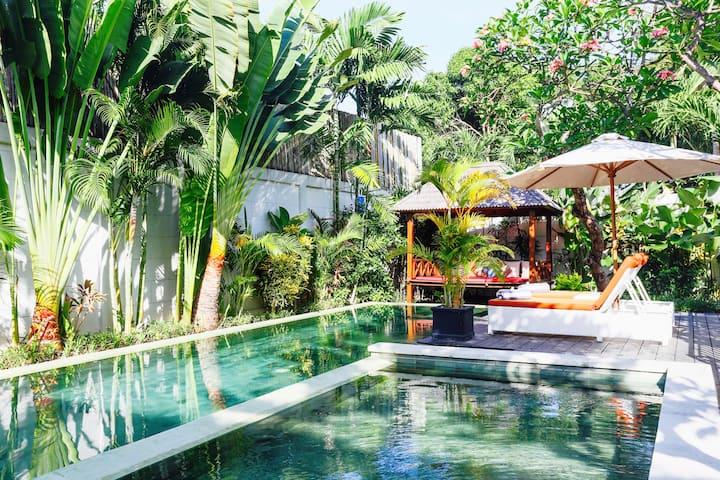 Luxury 3BR Tropical modern with Garden pool+staffs