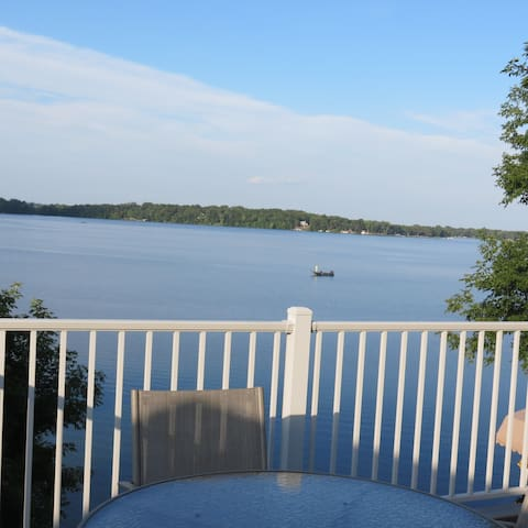 A lake view you will love on Lake Stella