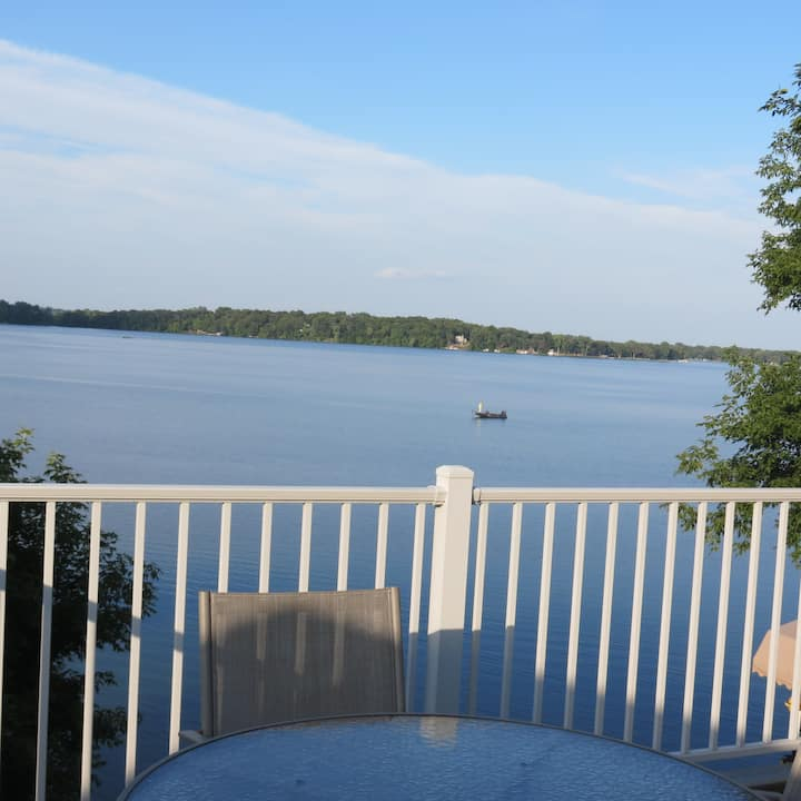 A lake view you will love on Lake Stella