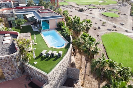 Luxury villa in Tauro AnfiGolf