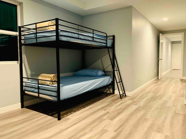 Monthly deal! Shared room in Los Angeles