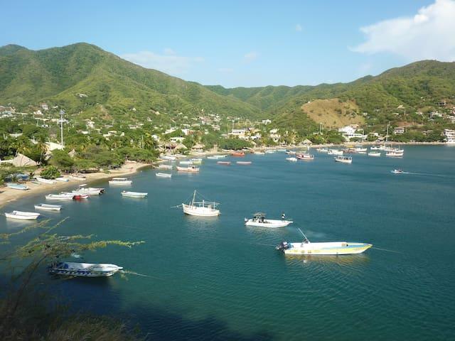 hugo`s place - Santa Marta (Distrito Turístico Cultural E Histórico)