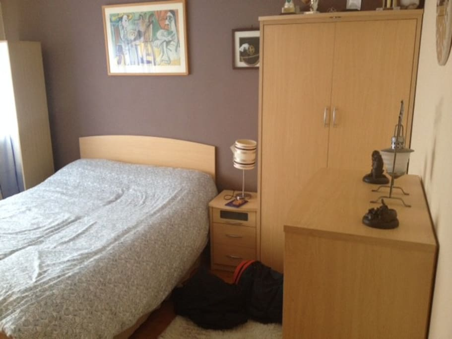 Double room with shared bathroom with electric shower
