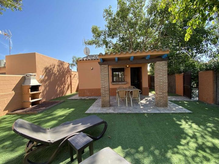 Casita para 2 personas con jardín privado y piscina compartida