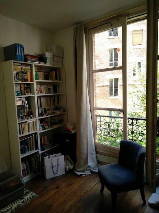 Côté bibliothèque.